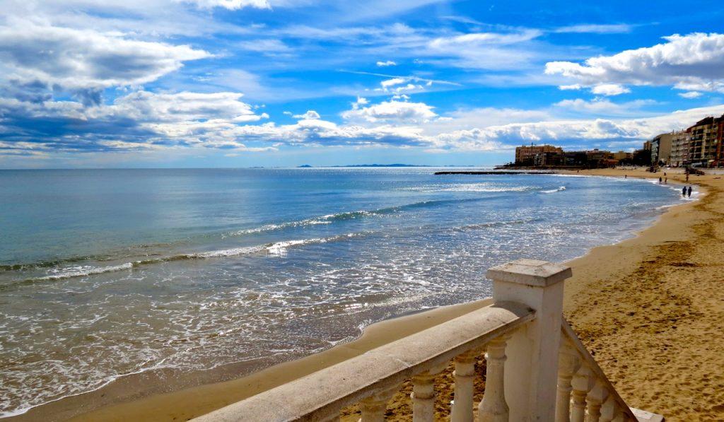 Playa de los Locos, en av stränderna inne i Torrevieja.