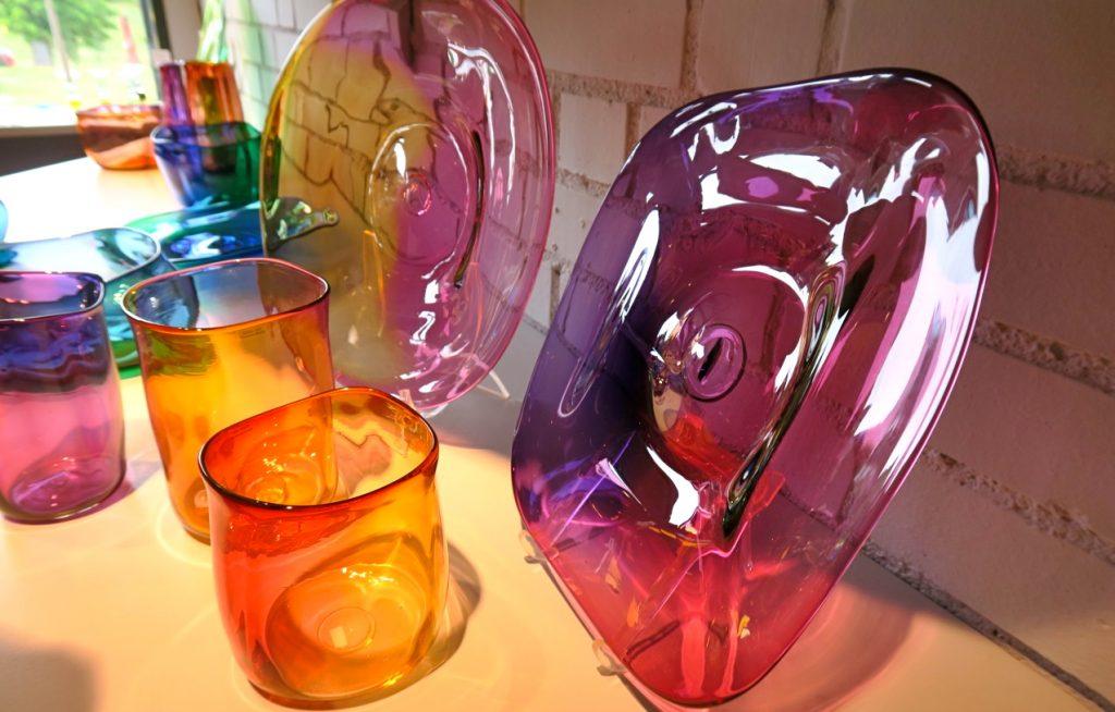 det är lätta att förstå att språk och lycka kan finnas i glas, Ebba von Wachenfeldt, glaskonstnär