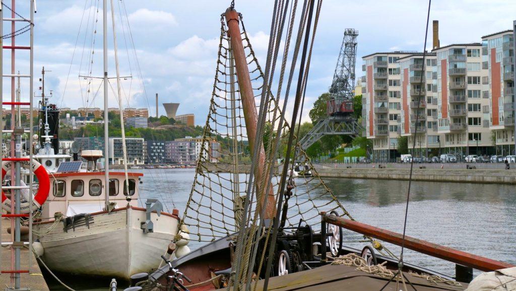Längs Hammarbykajen mot ett av dagens mål.