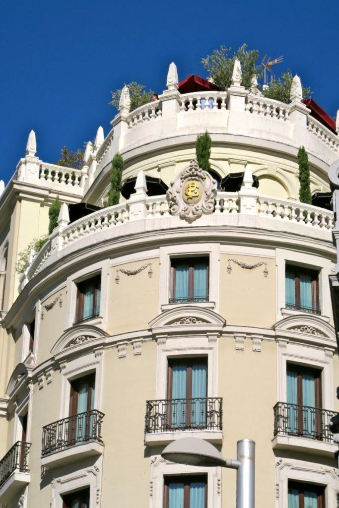 I blickfånget fastnar vackra hus i Madrid