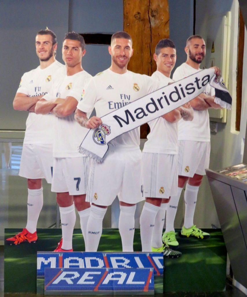Fotbollslaget Real Madrid skyltar bra för sin stad och sitt lag.