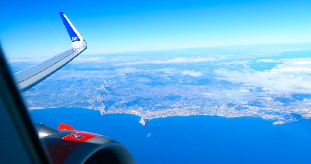 Calpeklippan, en bit norr om Alicante ser från ovan ut som en liten triangel. triangel