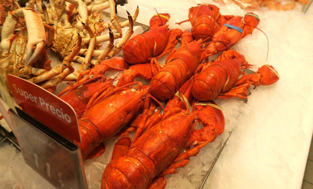 Skaldjur äter jag gärna och en hummer till julafton blir perfekt. PÅ Carrefour i Torrevieja är utbudet stort.