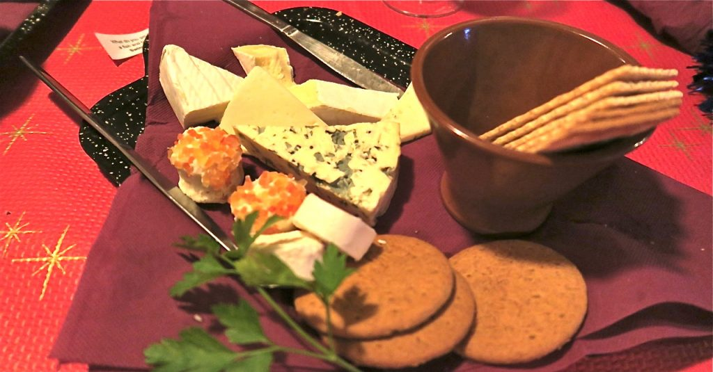 En god samling med ostar bjöds som dessert.