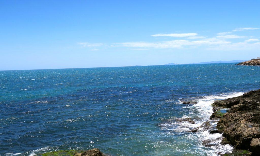 En havsnära bild i Trrevieja på Medelhavet får inleda veckans skyltning.