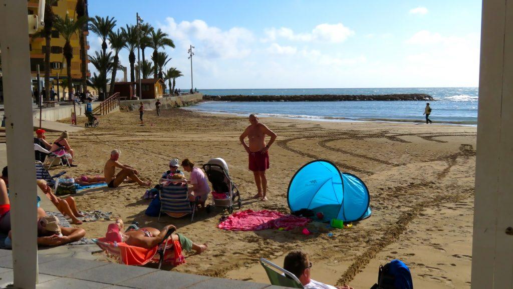 Några befann sig på stranden i Torrevieja denna sena januaridag. Och här&nu känslan verkade stor.