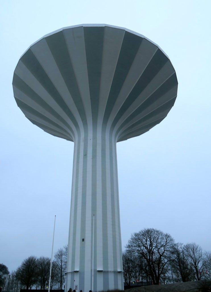 Svampen, vattentornet i Örebro får sin plats i veckans skyltning. Ett kännetecken för just Örebro.