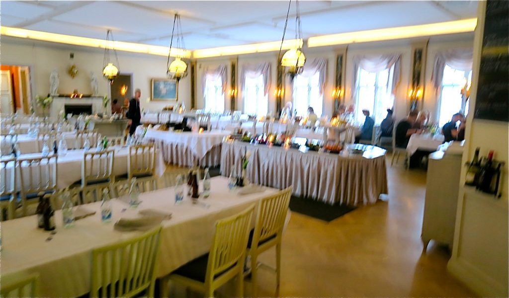 Matsalen i Stora Socitetshuset på Loka Brunn.