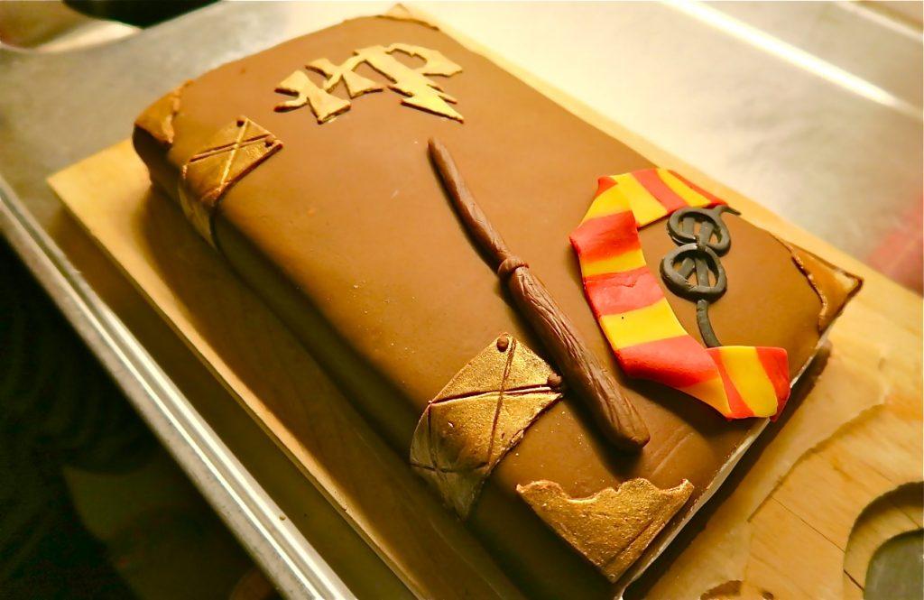 """En """"Harry Potter tårta"""" är med när Max firar sin åttaårsdag."""