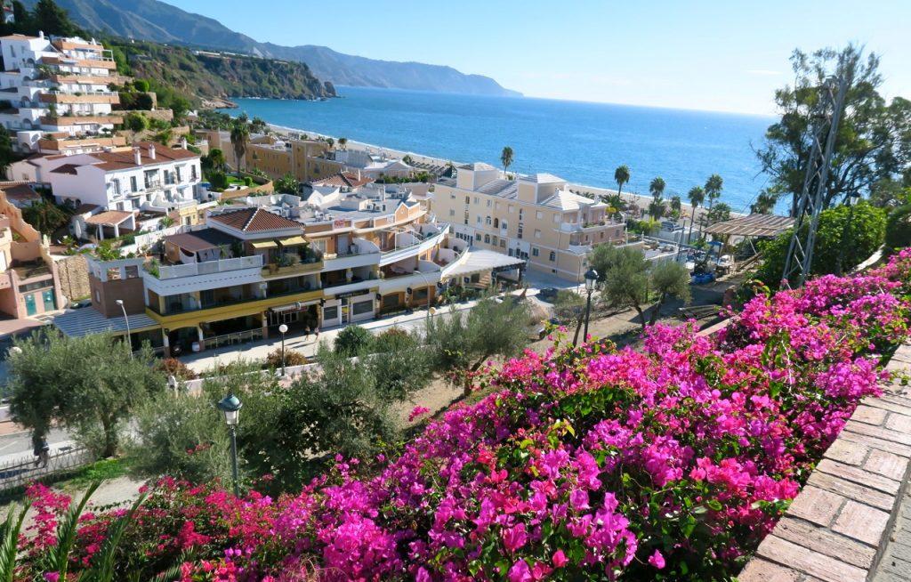 Nerja i södra Spanien är en vacker stad och värt både ett och flera besök.