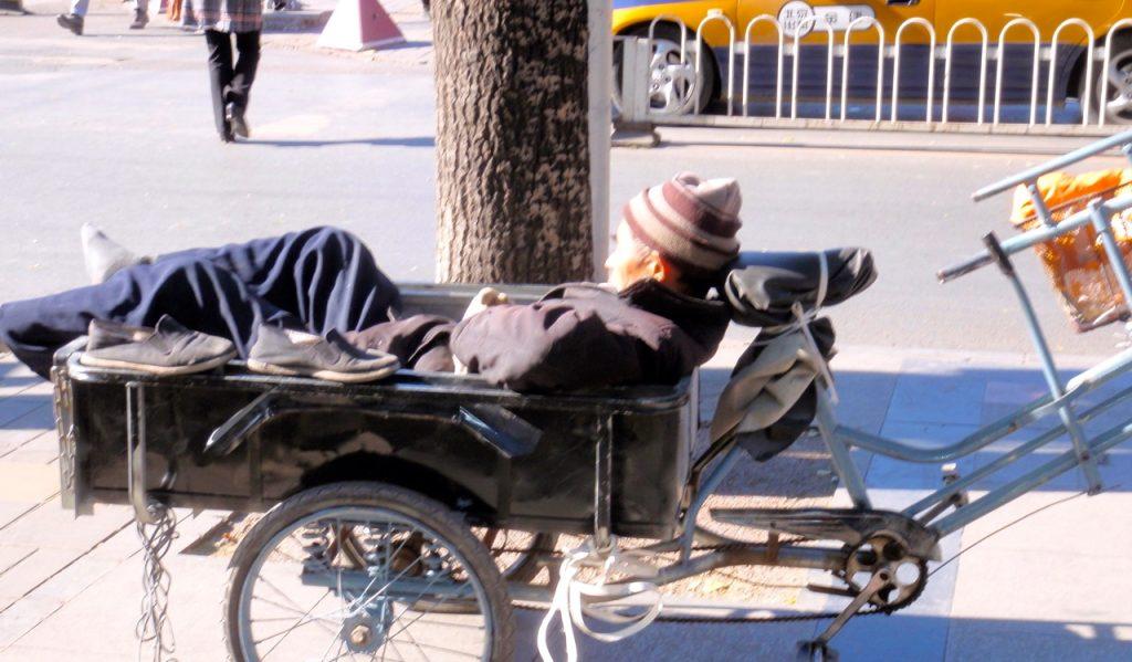 Hälsa är också att vila sig i form. Här i Peking.