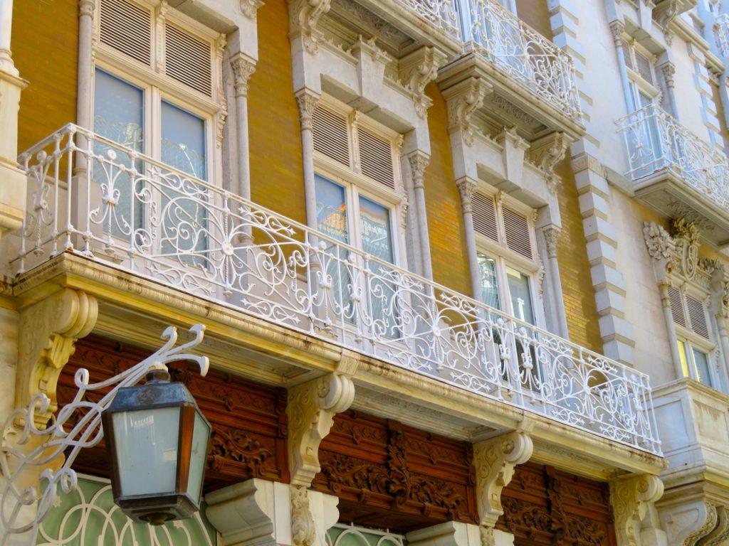 I Nya Karthago - Cartagena finns många vackra art déco hus.