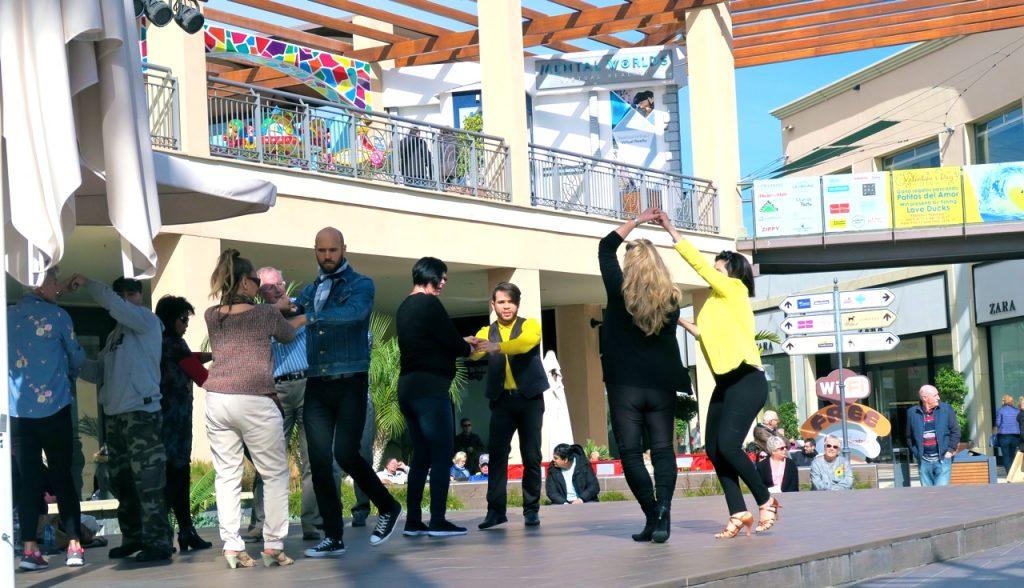 Tid för dans på La Zenia Boulevard.