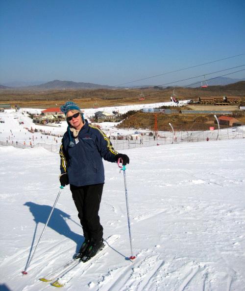 Skidåkning på konstsnö i Nan Shan ca 10 mil norr om Peking. kUltur ena dagen och skidåkning nästa