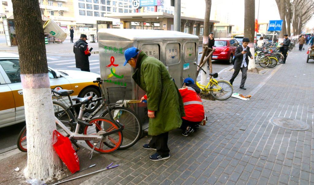 Rent vare här! Peking ligger i framkant vad gäller rena gator och trottoarer.