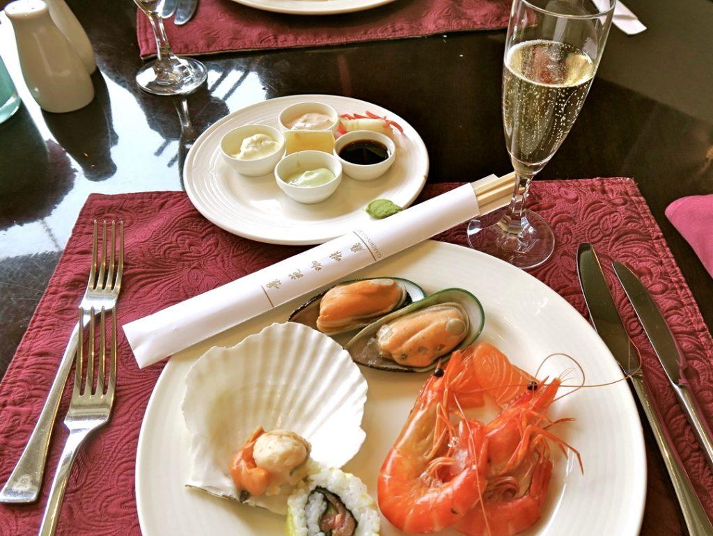 Brunch med genomgående champagne känns lyxigt. Och St Regis i Peking kan det här.r.