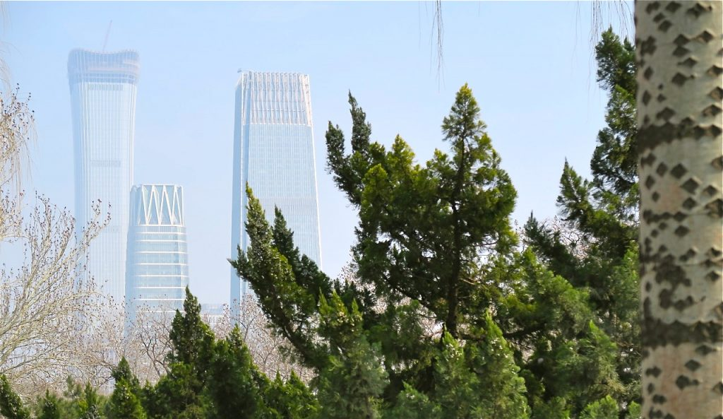 UNder en dag i Peking kan vädret variera stort mellan oklart och klart