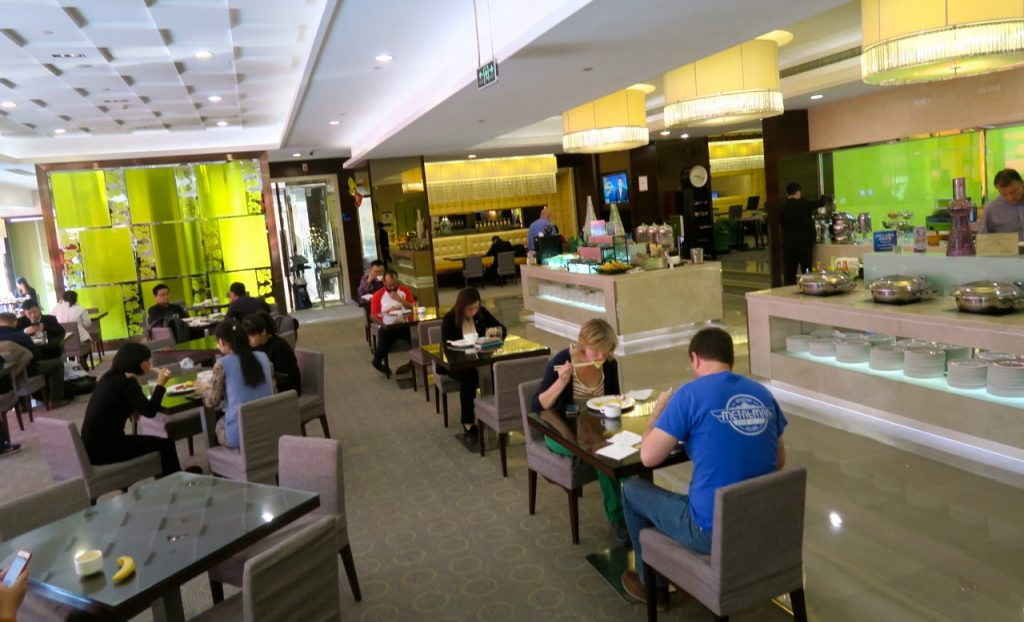 Hotellet Holiday Inn Peking, Dong Zhimen, erbjuder en god frukost i lugn miljö