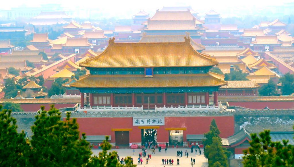 Inuti jIngshanparken i Peking har man mot söder en god utsikt över den Förbjudna staden.