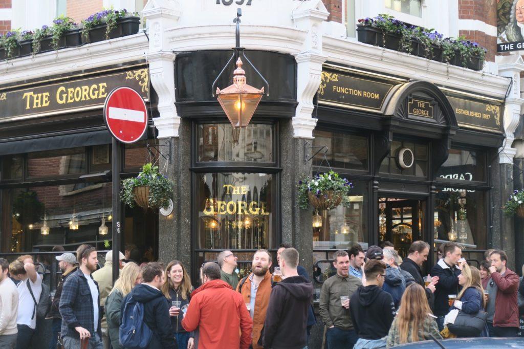 Pubarna i London är många och även i våra kvarter var urvalet stort.