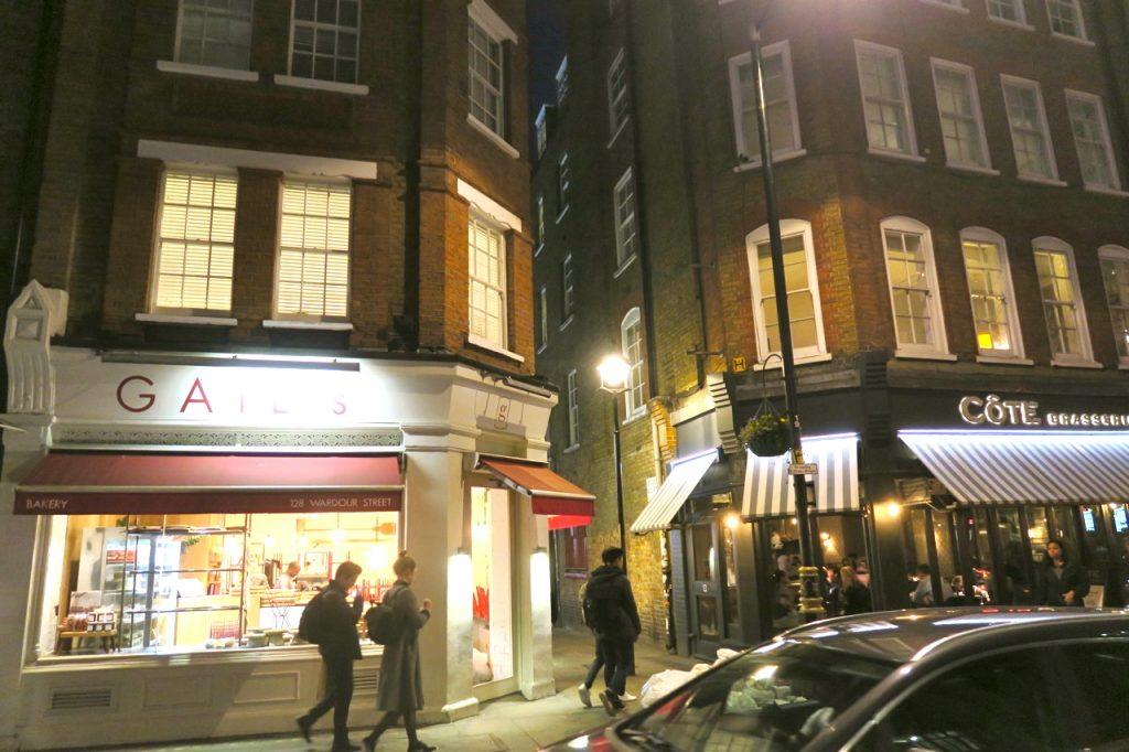 Vårt boende i London, St. Annes court i Soho. Mitt i....