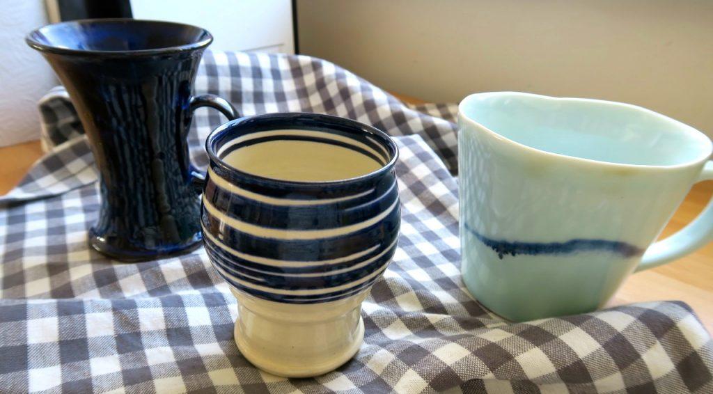 """Är """"föremålet"""" i mitten en mugg eller kopp? Eller något annat?"""