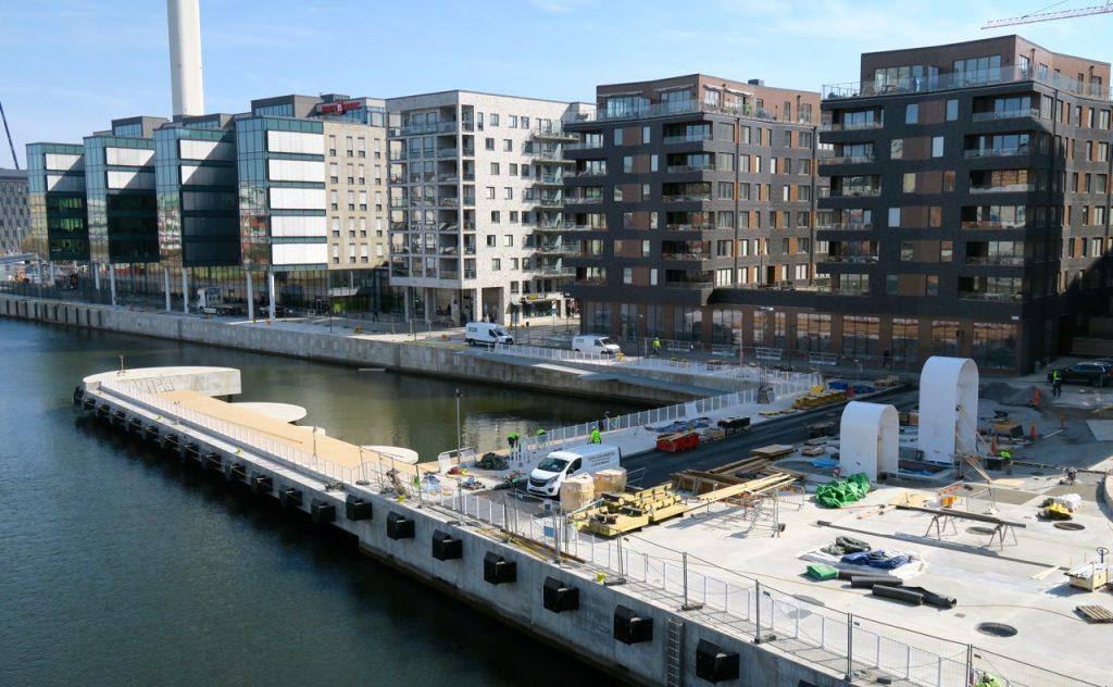 Nyfikenheten tog oss över kanalen och Fredriksdalsområdet i Södra Hammarbyhamnen.