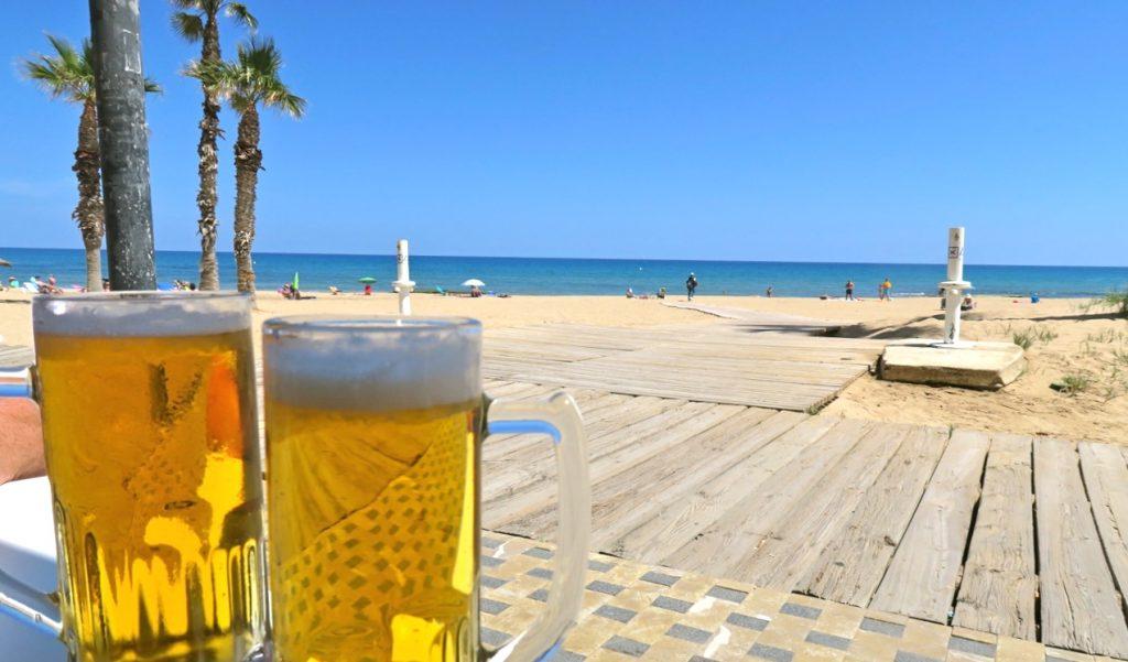 Lyckad paus i La Mata med trevlig lunch och svalkande öl.