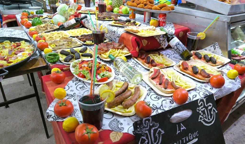 En folkfest innebär ju också mat och dryck i rikliga mängder. Toerrevieja bjuder (nåja man får köpa) på ett varierat urval.
