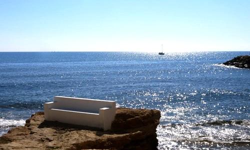 Alldeles lagom! Härligt väder med ett glittrande Medelhav.