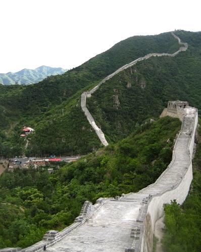 Kinesiska muren är inte bara ett fantastiskt byggnadsverk utan kan vara nog så brant och komplicerad att ta sig fram på.