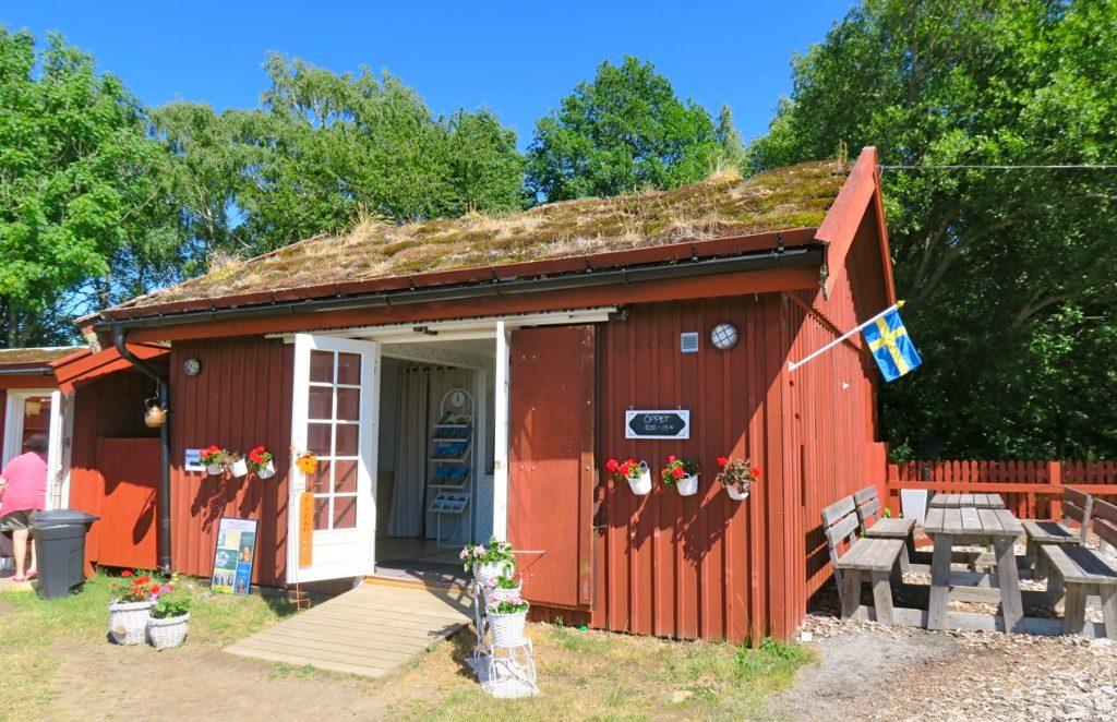 """Ett stopp på KInnekulle vid """"Utsiktens kaffestuga"""" vid Väner blev det också."""