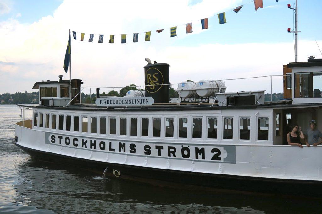 Till fjäderholmarna . En halvtimmes båtresa från Slussen i Stockholm