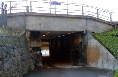 Genom denna tunnel mot Rörstrandsgatan körde förr bussar. Trångt var det.