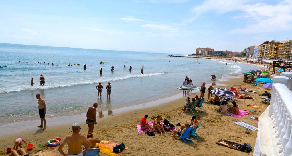 Tillbaka igen i Torrevieja. Här Playa de los Locos, en av stränderna i stan.