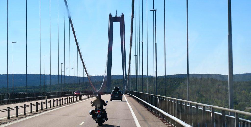 Bl.a till Ångermanland. Här Högakustenbron i riktning söderut. 8599edc795b67