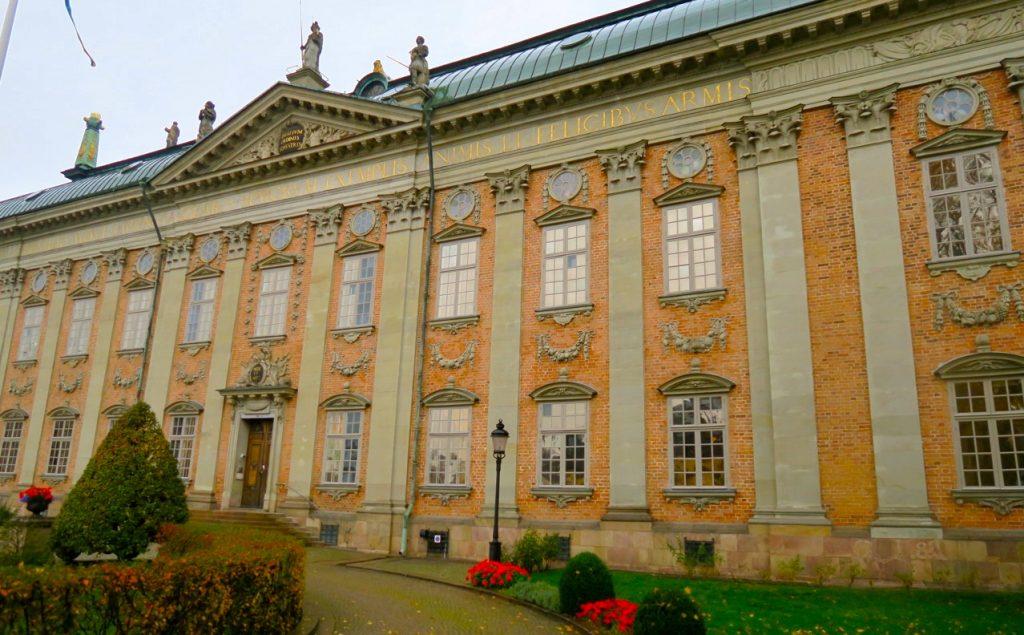 Vår kul-tur-dag startade med en visning av Riddarhuset. Ett stort stycke svensk historia finns inom denna byggnad.
