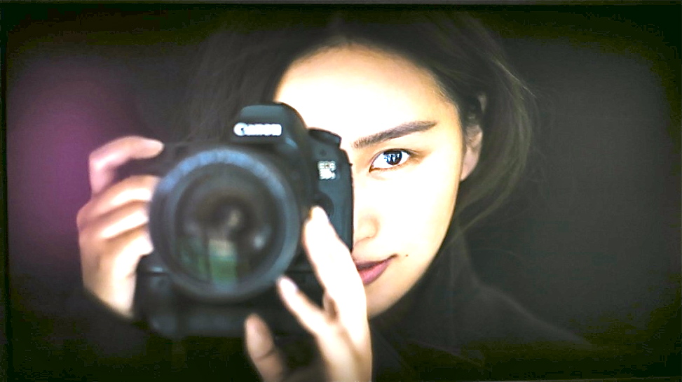 DEn kinesiska fotografen Chen Man har en kamera som sitt extra öga.