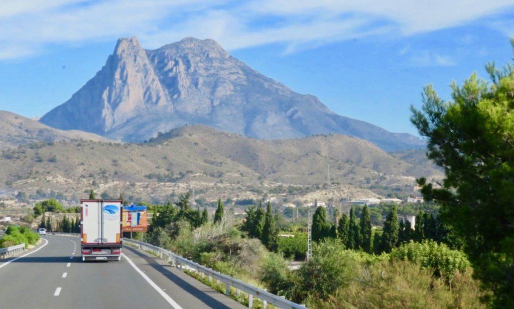 Vi vidgar vyerna och tar en busstur norrut längs Costa Blanca