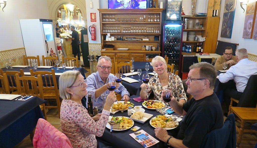 Här en sen lunch med vänner på restaurang Tasca Nueva Bahia i Torrevieja.