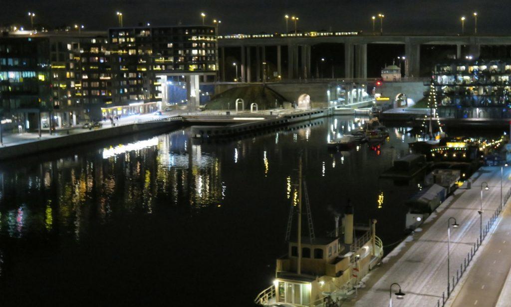 Hemma i Stockholm, på Söder och med en utsikt som jag verkligen uppskattar.