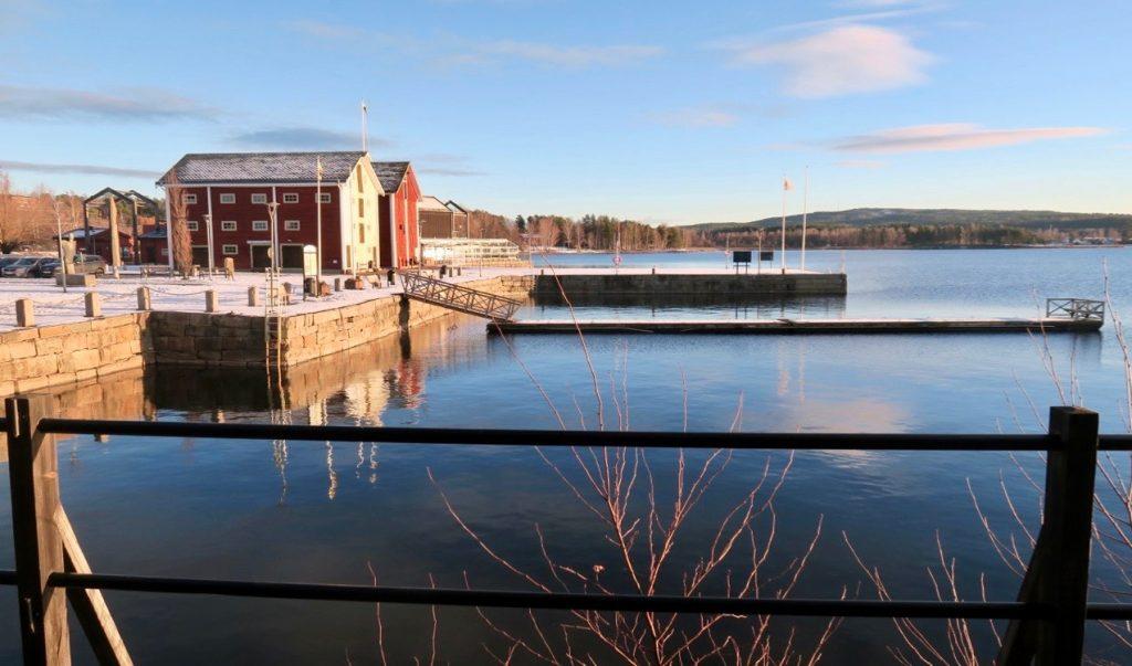 """Utanför restayrang """"Bar Bord"""" vid Glafsfjorden i Arvika"""