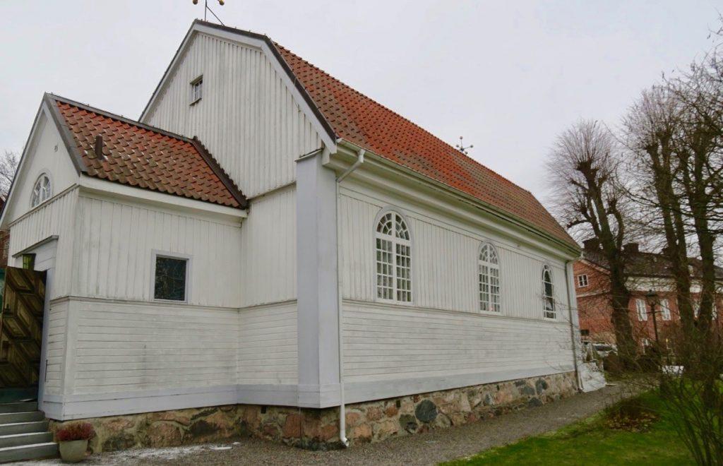 Även porten till Dalarö kyrka var öppen. Kändes som en öppning till en fortsättning