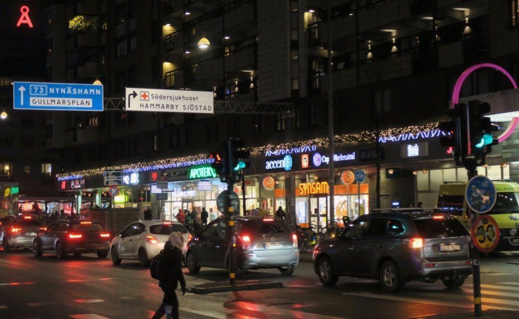 Årets sista skyltsöndag har fokus på restauranger.Här Götgatan vid Skanstull
