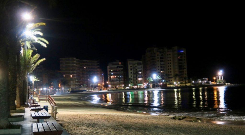Strandpromenaden i Torrevieja. Strax dags för ett nytt år att ta över.