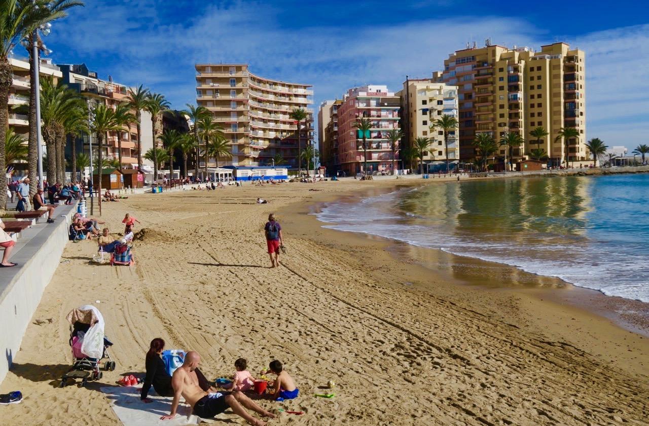 En strålande januaridag i Torrevieja. Här Playa del Cura, en av stränderna inne i stan.