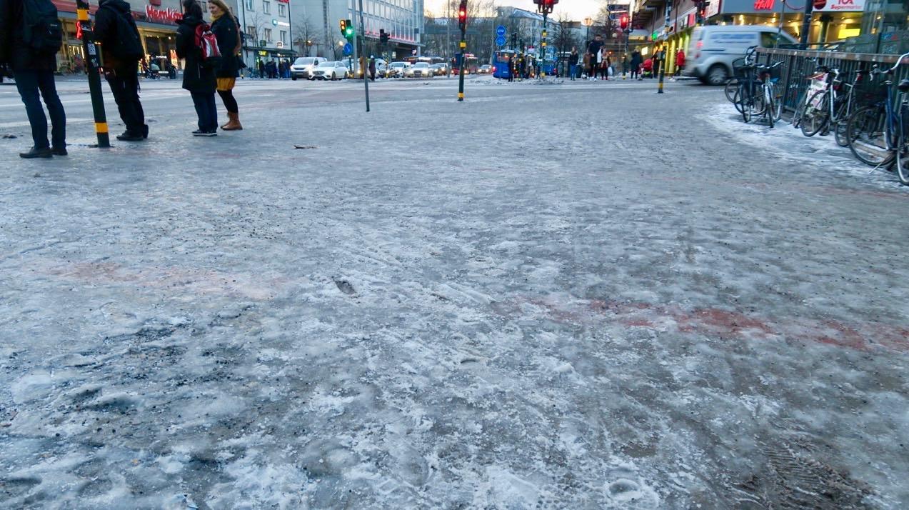 Verkligen halt var det på Söders gator och trottoarer. Här korsningen Ringvägen /Götgatan