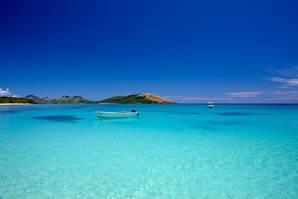 Fidji bjuder på värmen både i havet och på land.