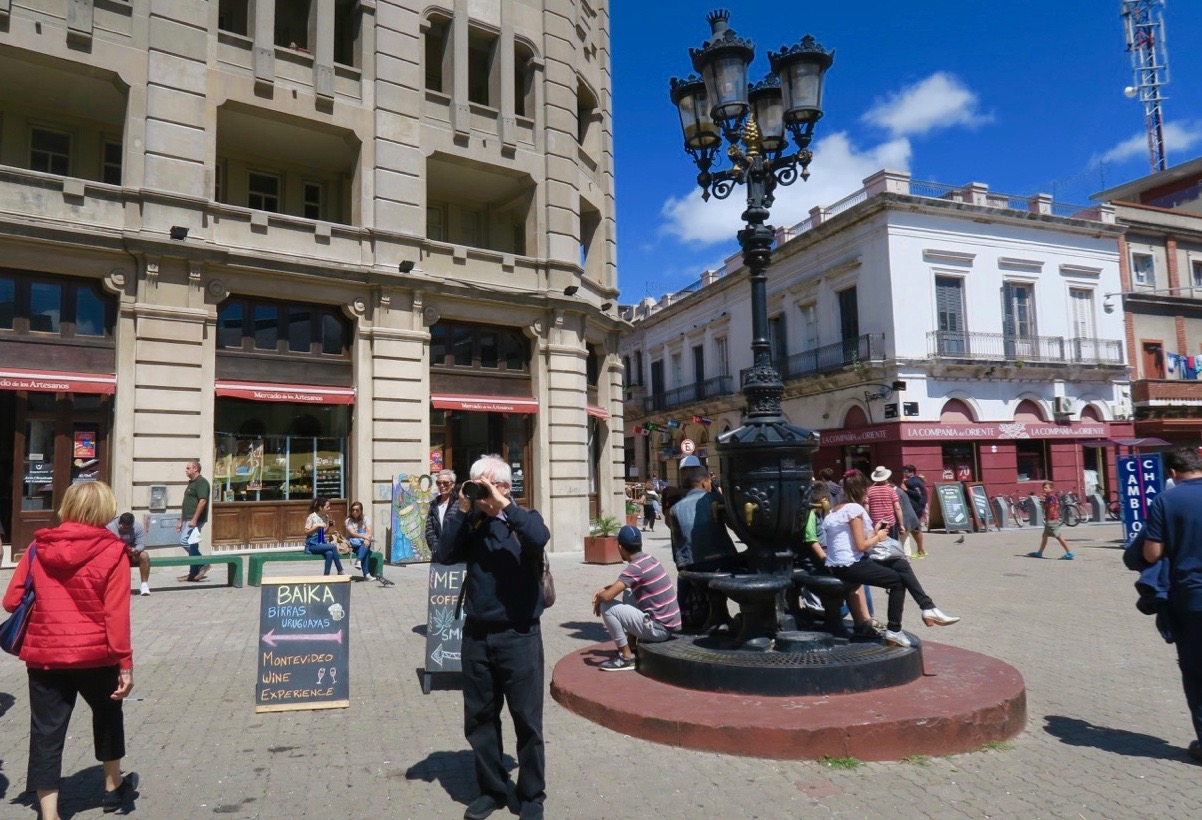 Mercado de puerto ett mysigt område i Montevideo med gågator, barer och små butiker.