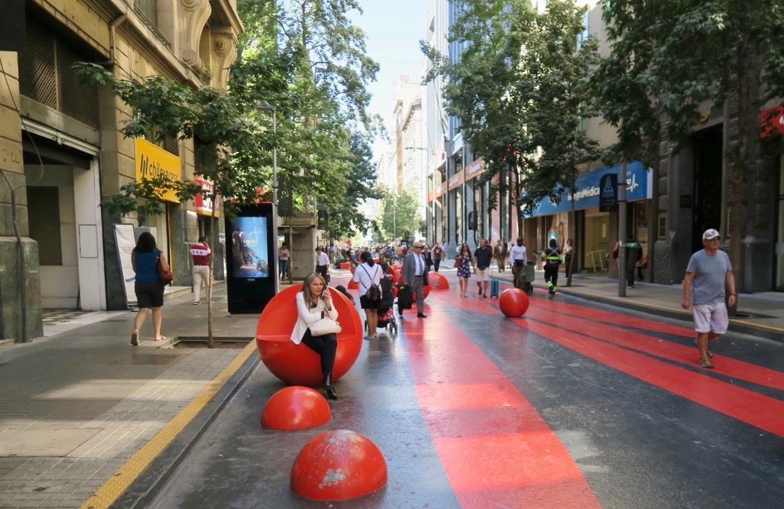 Färgglada gågator finns dte gott om i Santiago, Chiles huvudstad.